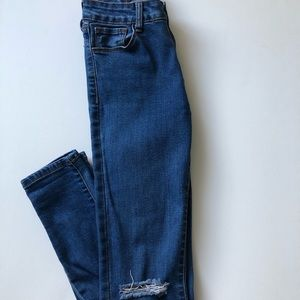 HARLOW - Ripped Mid Rise Jeans